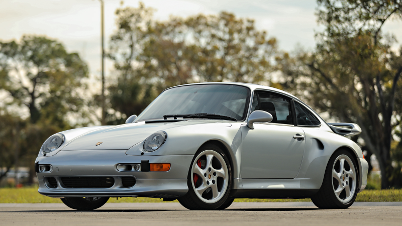 An amazing collection of 12 Porsche supercars