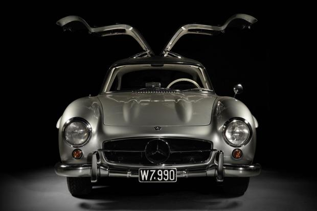no reserve mercedes benz 300sl gullwing sells for 1 3m classic