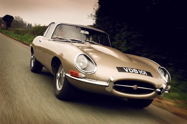 classic_and_sports_car_jaguar_e_type_whi