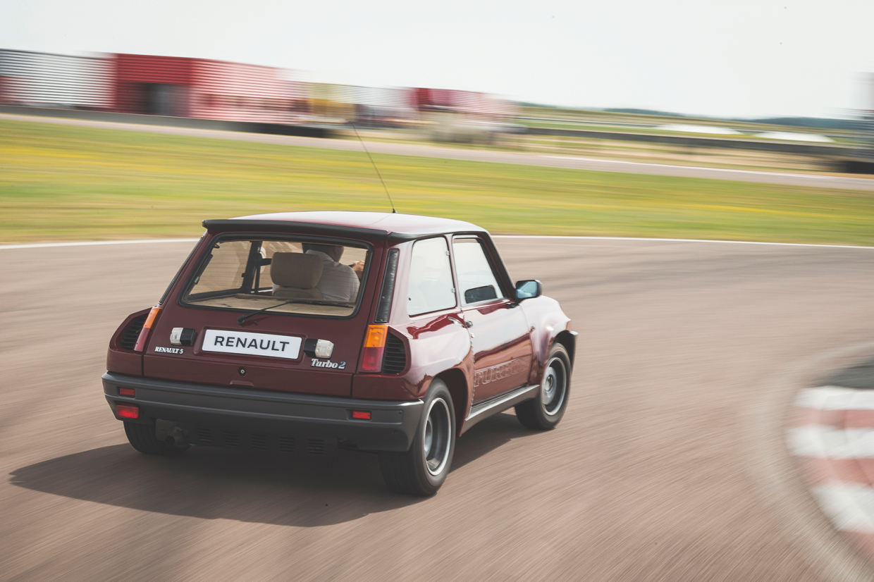Classic & Sports Car – Renault's lively 5s: Gordini Turbo and Turbo 2 on track