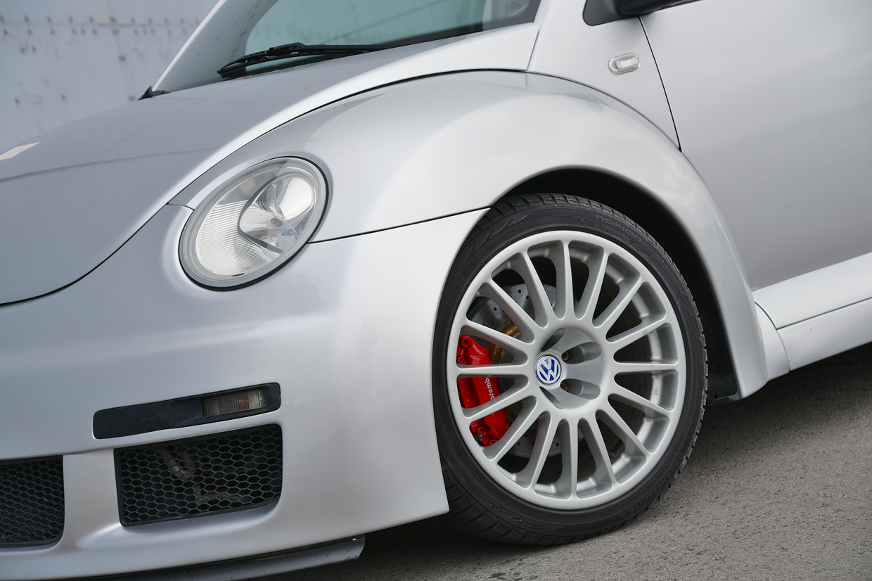 Classic & Sports Car – Unhinged hatches: Volkswagen Beetle RSI vs Renault Clio V6