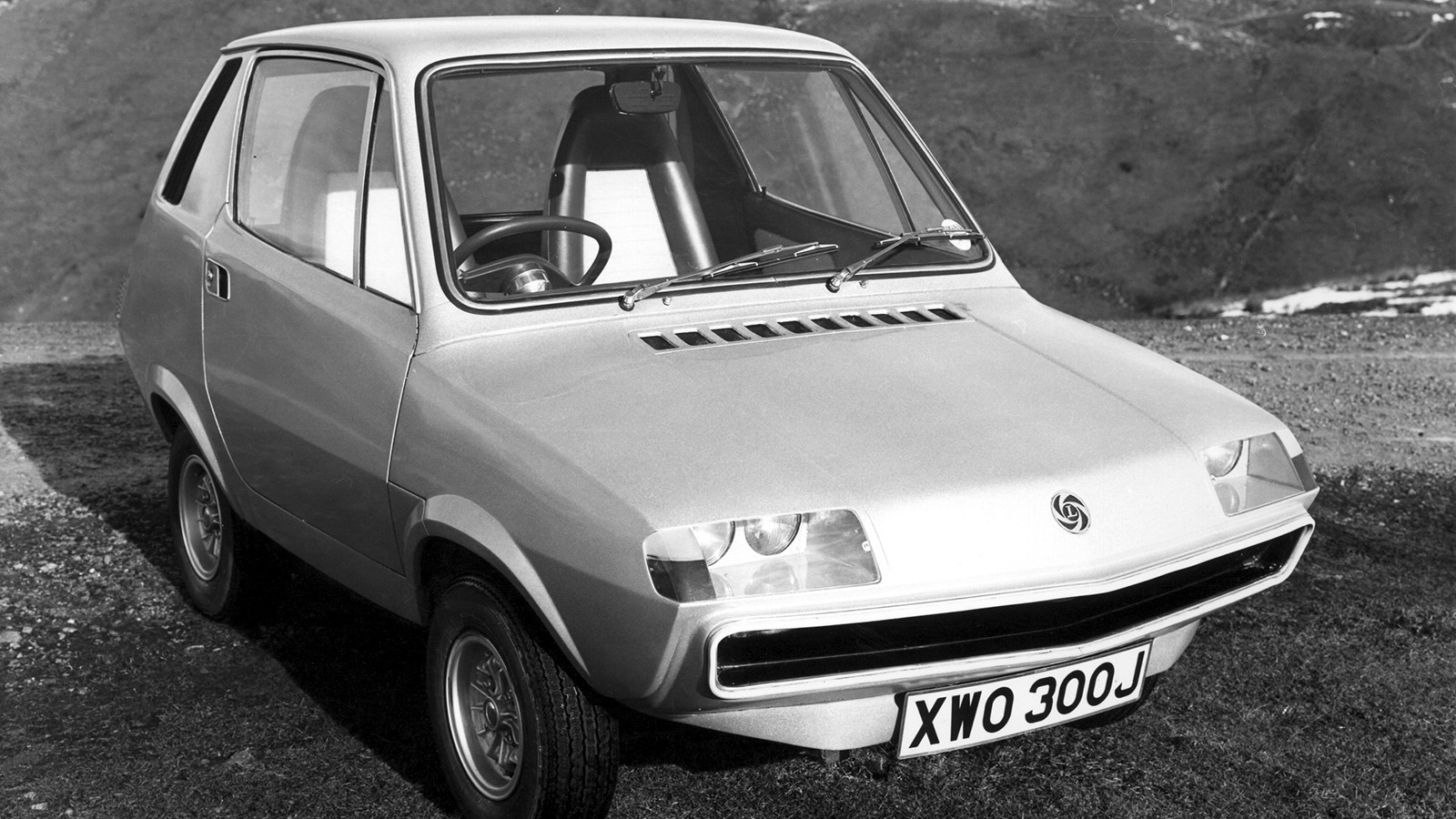 10 classic electric cars you never knew existed - Compton-Leyland 2